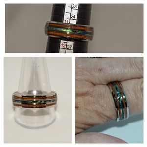 NWOT Mother-of-Pearl & Koa Wood inlaid ring.